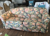 Floral-two-cushion-sofa_IMG_8679