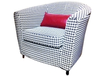 700x300_black-n-white_chair_red-cushion